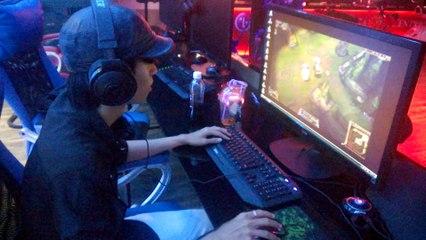 Thao tác tay trực tiếp QTV - kèo đấu showmatch SofM vs QTV 22/7/2015