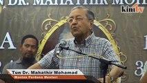 Mahathir: Tanggungjawab Umno gugurkan Najib