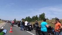 Attente avant la traversée du Viaduc de Millau   Motards du viaduc