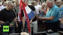 Les radicaux serbes brûlent le drapeau croate, jurant de rétablir la «Grande Serbie»