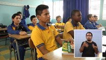 LAS NUEVAS TECNOLOGÍAS AYUDAN AL APRENDIZAJE EN LOS COLEGIOS - Lengua de señas