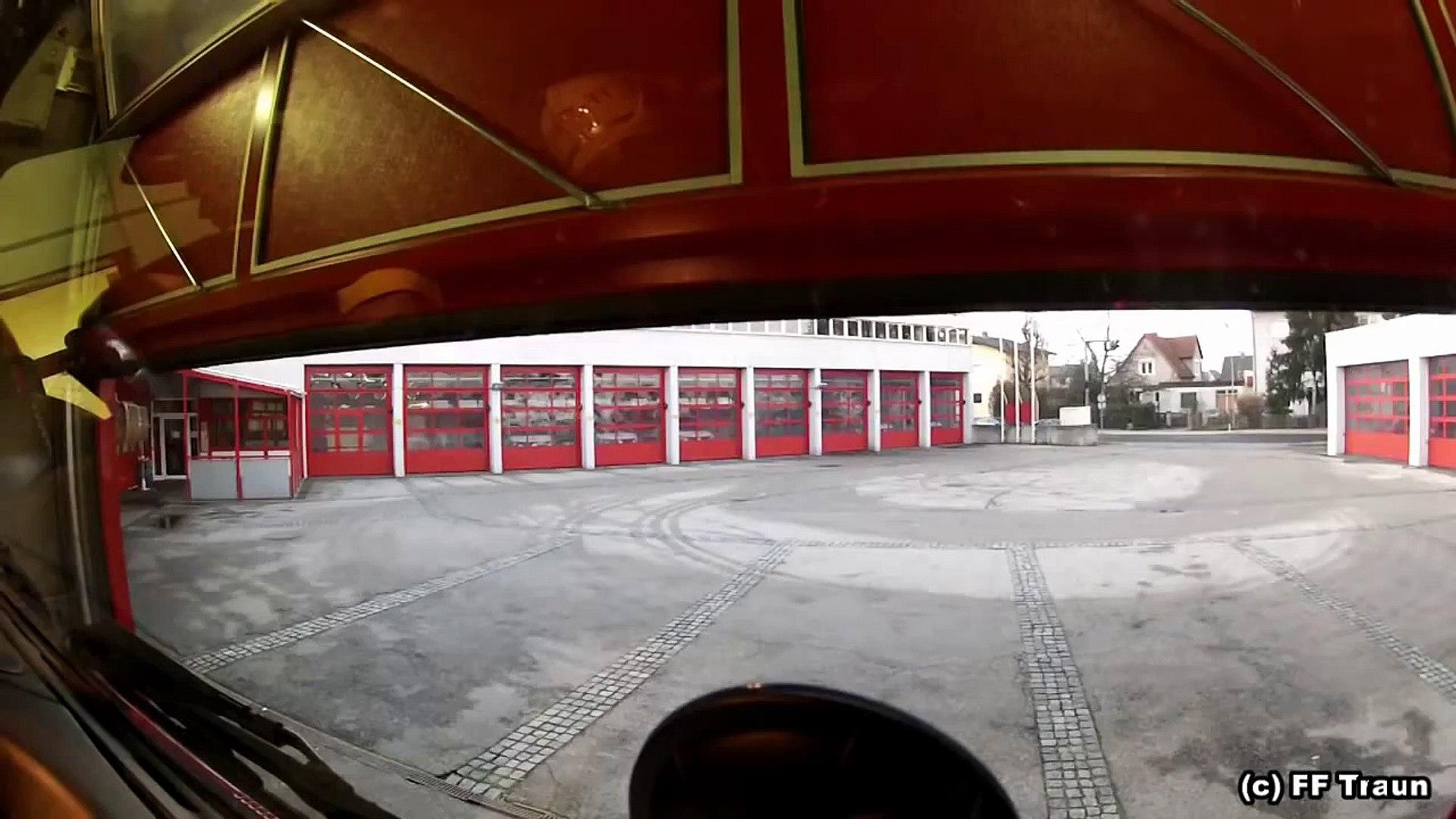 Freiwillige Feuerwehr Traun - Einsatzfahrt RLFA 3000 zu Brandverdacht Kamin