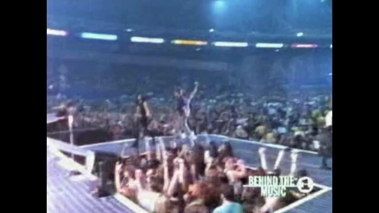 Metallica Mocks Guns N' Roses