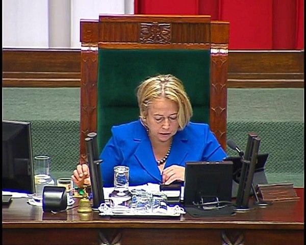 Józefa Hrynkiewicz, Elżbieta Rafalska - pytanie z 5 sierpnia 2015 r.