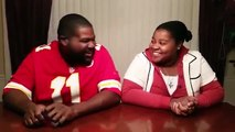"""Padre e hija en 'batalla' de beatbox"""" la hija se abusa de su papa que mala jaja"""