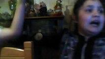 Fantasma de niño se aparece en video de niñas cantando