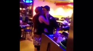Trào lưu Kiss Cam hôn trộm người lạ quay