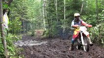 Enduro-cross moto amateur, passage dans la forêt - Saint-Michel-des-Saints