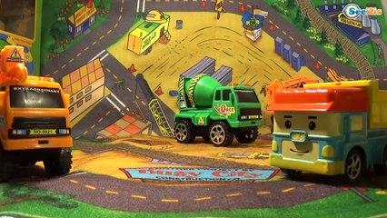 Мультики про Машинки для детей Робокар Кран Экскаватор и Трактор играют в мяч на детской площадке