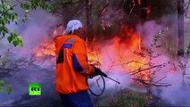 Russie : les pompiers poursuivent leur lutte contre les flammes près du lac Baïkal