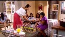 Meninas se reúnem na casa de Valéria para comer churros