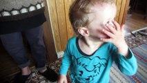 2015-07 Lukas envoie des bisous