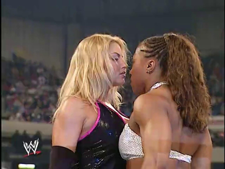 Trish Stratus vs. Jazz - Backlash 2003 - video dailymotion