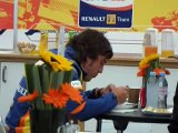 Fernando Alonso having breakfast before the race for 2008 Japan GP which he won