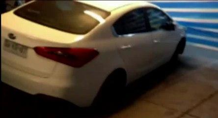 Le robaron las ruedas a su auto en estacionamiento de centro comercial - CHV NOTICIAS