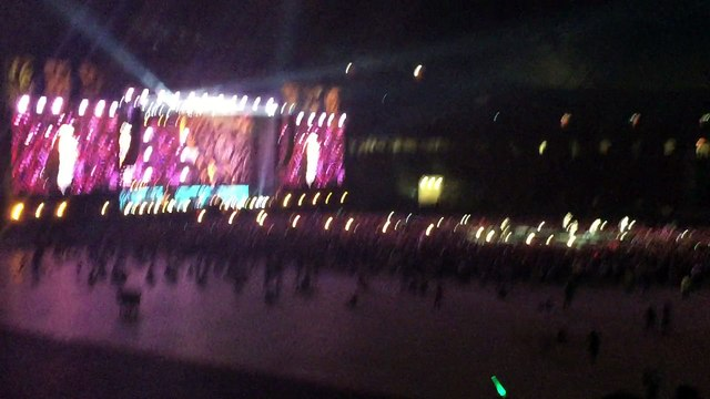 One Direction SG Concert - Kiss You