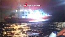 Llegan a Italia 300 migrantes rescatados en nueva tragedia