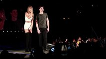 """Taylor Swift sings """"Happy Birthday"""" to Shawn Mendes on The 1989 World Tour (HD)"""