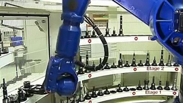 Exchanging milling cutters with a KUKA robot