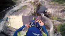 Laso Schaller saute d'une falaise de 59 mètres de haut