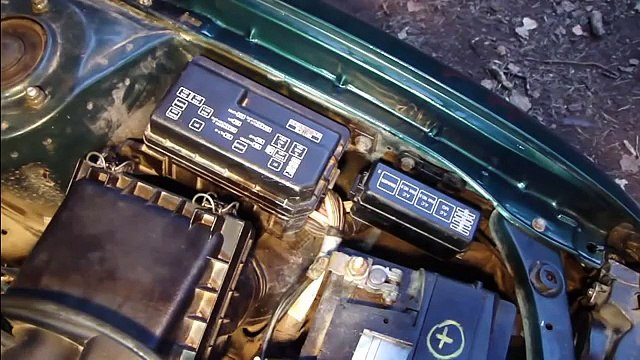 How to replace fuses and fix headlight fuse error Toyota Corolla. Years 1995 to 2007.