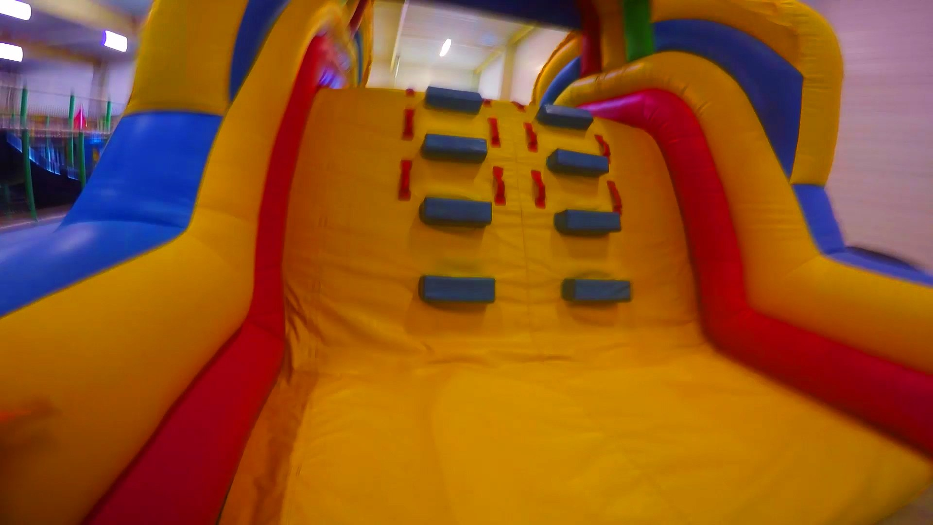 Детский Развлекательный Центр - Надувной Замок, Лабиринт и Батут