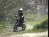 Mélissa 1 tour 1 chute en moto  125 dirt bike
