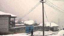 Fshati që jeton dimrin i izoluar, banorët kërkojnë vetëm drita dhe një ambulancë