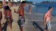 André Pantanito tomando caldo na praia de Ipanema Rio de Janeiro