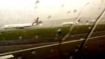 Un avion frappé par la foudre avant le décollage
