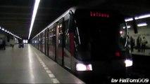 Praha: Siemens M1 odjíždí ze stanice Hlavní nádraží - Linka C