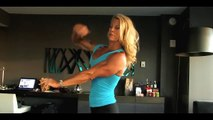 BodyBuilding Babes   Amazing Blonde Woman Showing Muscles