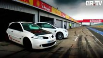 Ford Focus RS   Renault Mégane R26.R @ Silverstone [Drivers Republic]