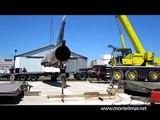 Déchargement d'un Mirage 5 au Musée Européen de l'Aviation de Chasse