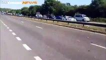 Les images de l'autoroute juste après le crash de l'avion en Angleterre