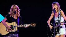 Lisa Kudrow Sings 'Smelly Cat' During Taylor Swift Show