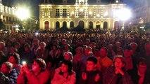 VIDEO. Poitiers : Michel Fugain finit l'été sous la pluie