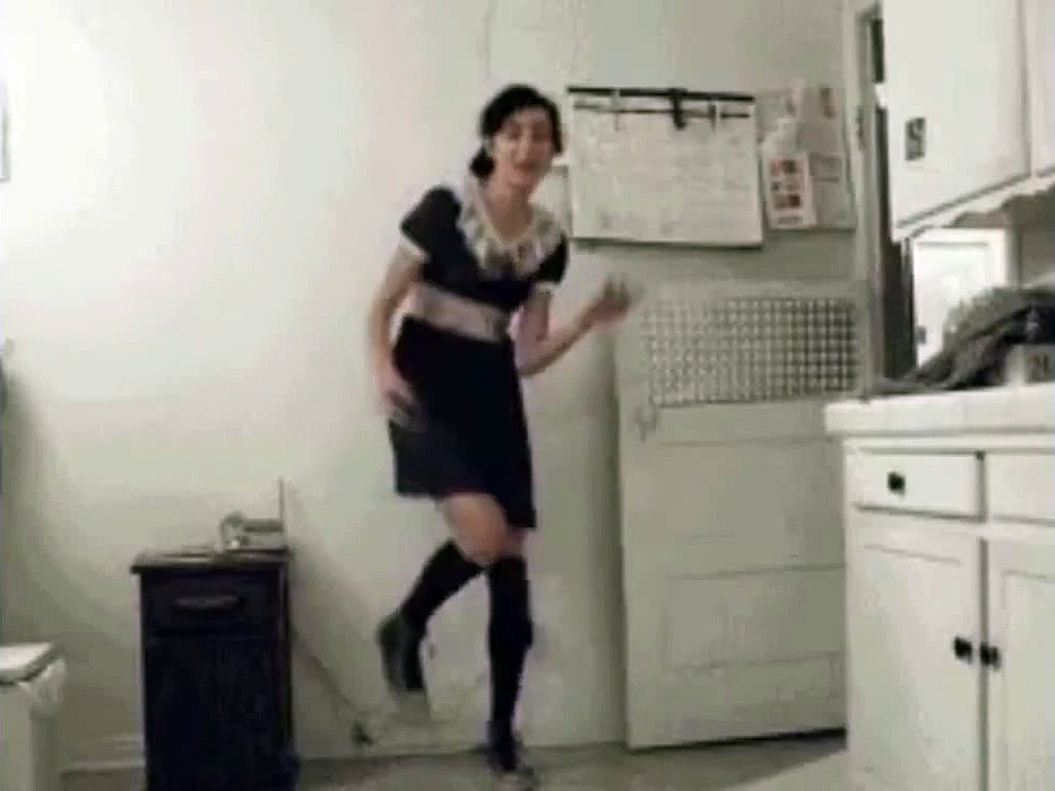 whatsapp funny videos 2016 2015   girl's funny dancing in the kitchen viral   whatsapp funny videos