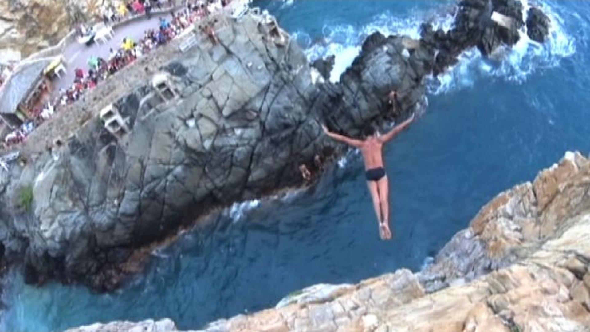 Risultati immagini per tuffatore acapulco