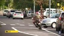 Un jeune en scooter tente d'échapper à la police et se prend une voiture - Délit de fuite raté