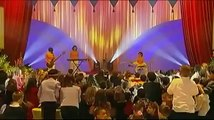 Alizée   Gourmandises Live 2001 12 2   Les petits anges de Noël   Children's Show   France 2