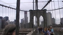 New York: Im Stahlgewirr der Brooklyn Bridge. In the steel maze of the Brooklyn Bridge
