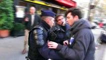 Injures et baston entre CRS et Policiers en civils.Paris/France - 9 Décembre 2013