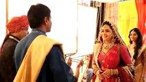 Ritika dulhan ban kar dekh rahi hai RV ki Raah par Ishani aur RV ne karli Mandir mein Shaadi - 31 august 2015 - Meri Aashiqui Tum Se Hi