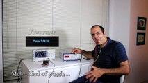 Un scientifique fou s'électrocute la langue pendant son expérience