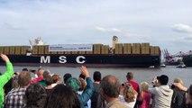 Le bateau porte-container le plus gros du monde en mode Star Wars lors de son entrée au port!