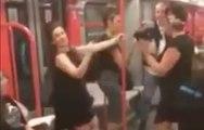 Elle chante I will survive dans le métro et met l'ambiance