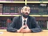 Un Rabin juif sioniste explique la geoplitique sioniste. Attention sa decoiffe.
