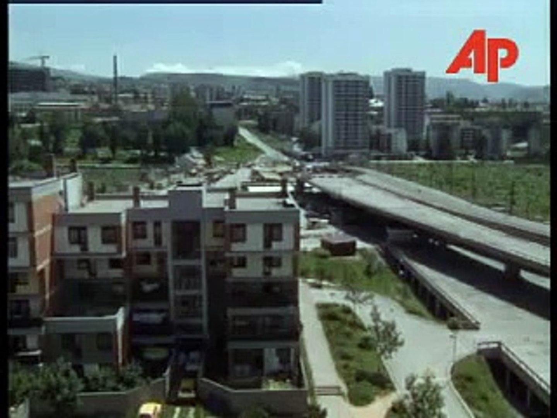 BOSNIA: SARAJEVO: BOSNIAN SERB GUNNERS TARGET CITY CENTRE June 21, 1995