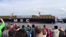 Le bateau porte-container le plus gros du monde en mode Star Wars lors de son entrພ au port!
